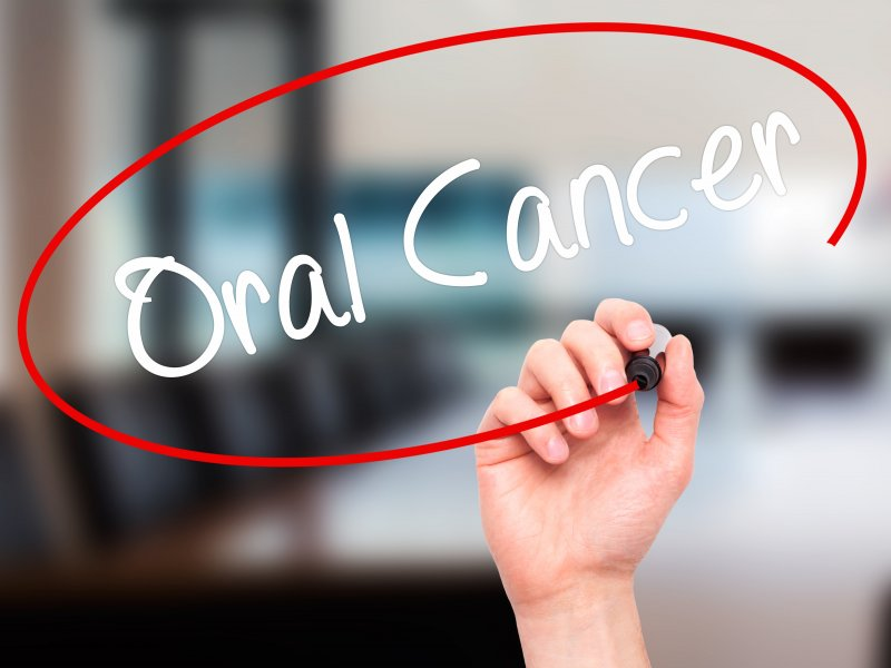 Person circling the words oral cancer